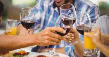 red wine | Pulmonary Hypertension News | low-alcohol wine and rat study | photo of wine glasses